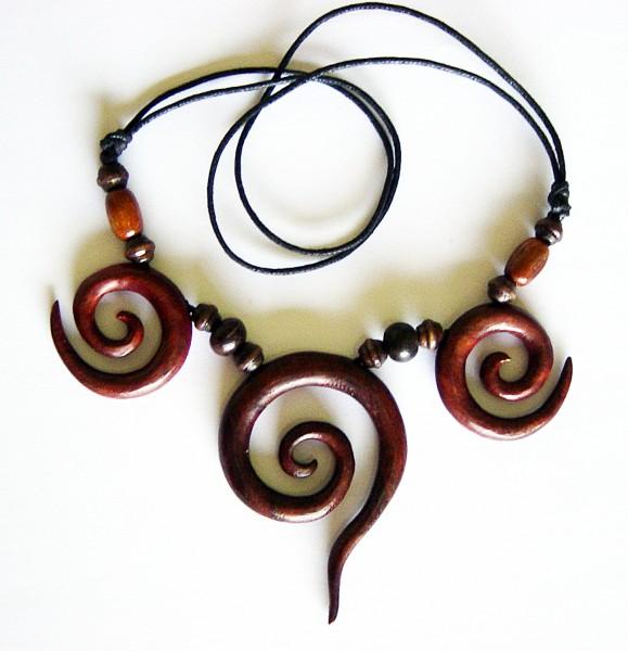 Halskette mit 2 kleineren und 1 größeren Spirale aus Holz
